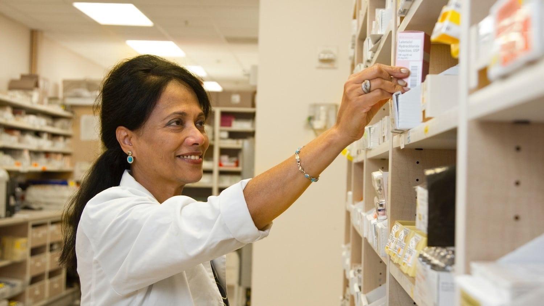 Pharmacist sorting medicaments